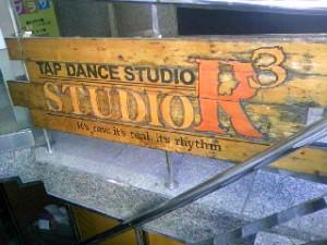 TAP DANCE STUDIO R3さんの看板です。