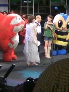 右から 赤しゃち やのきよみさん 松原市長 みずのゆうこさん まるはちくん?(蜂)