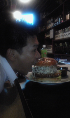 4デカバーガーを食う