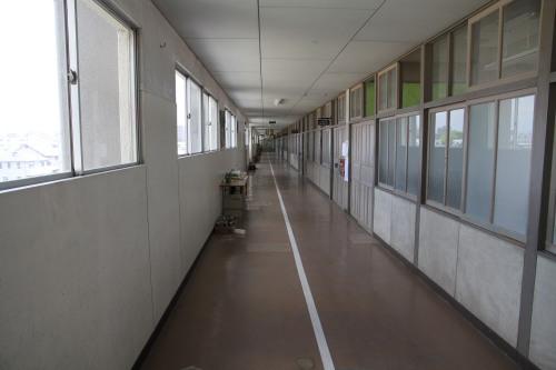8末広小学校-廊下