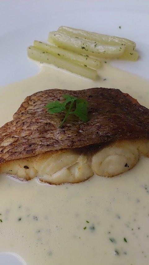 メインの焼き魚(鯛)